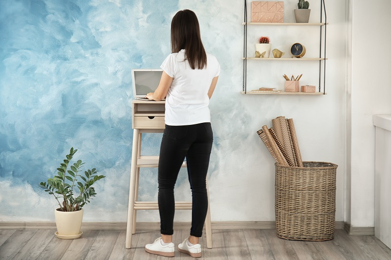 Using a stand up desk can help you burn calories
